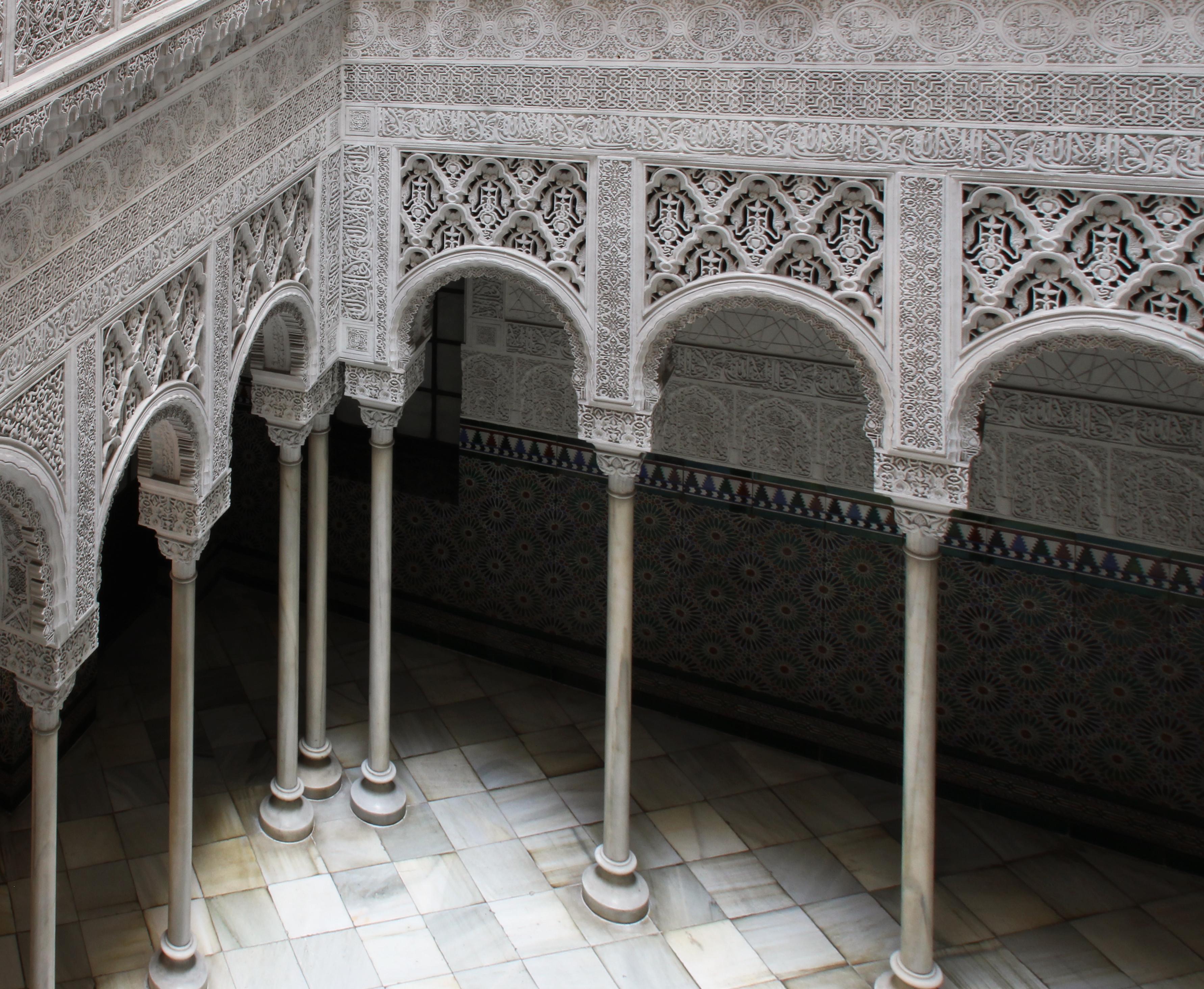 La alhambra secreta viaje a la barcelona secreta for Arquitectura mozarabe