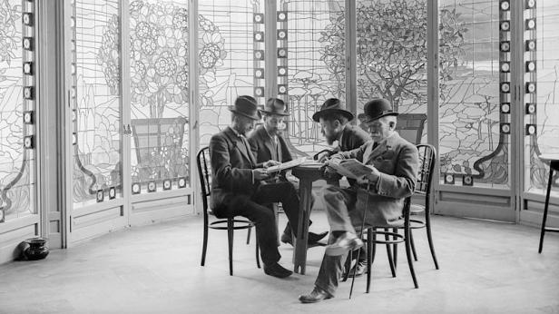 800px-Casa_Lleó_Morera_(Barcelona)_—_interior,_c._1911